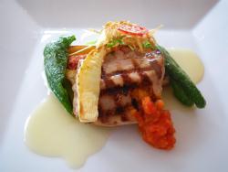 金井さんが作った「いなかぶた」フィレ肉のグリエ、チョリソ風味のスパイシーなリエットと共に、ニ種のソース添え