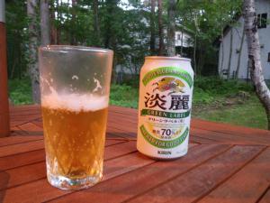 山荘で飲むビールは格別だ(ビールじゃないけど)