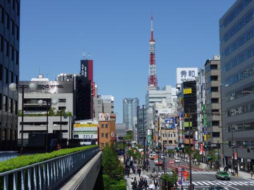 浜松町から見た東京タワーと六本木ヒルズ