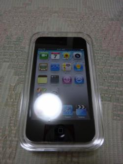 到着したiPod touch 4G