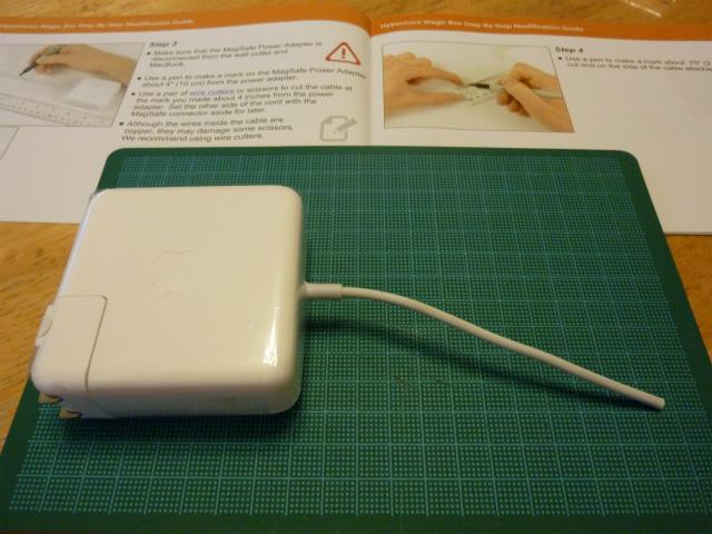 MacBook AirのACアダプタをぶった切る
